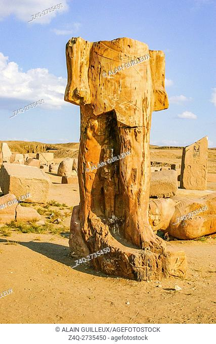 Egypt, Nile Delta, Tanis, exhibition of several ancient artifacts : King colossus, with a small queen at his feet