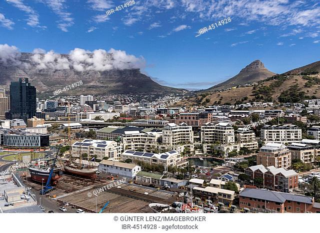Cityscape with Lionshead and Tafelberg, Cape Town, Western Cape, Republic of South Africa
