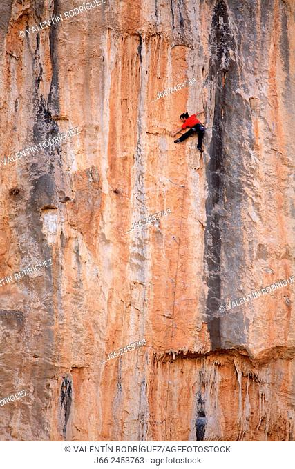 Practice climbing in the Straits of Chulilla. Natural Park Alto Turia. Valencia. Spain