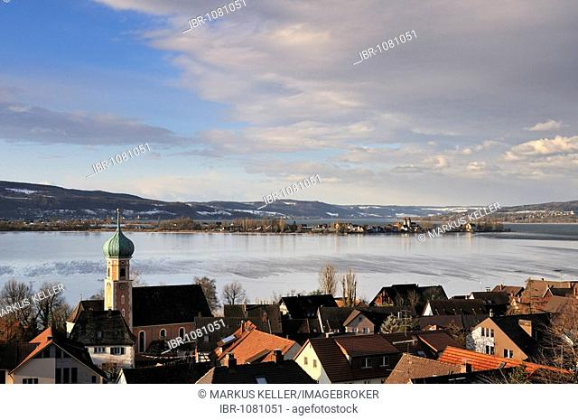 View of Allensbach across Lake Constance to Reichenau Island, district of Konstanz, Baden-Wuerttemberg, Germany, Europe