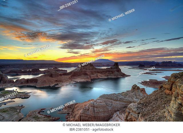 View from Alstrom Point to Lake Powell at sunrise, Padre Bay with Gunsight Butte and Navajo Mountain, houseboats, Bigwater, Glen Canyon National Recreation Area