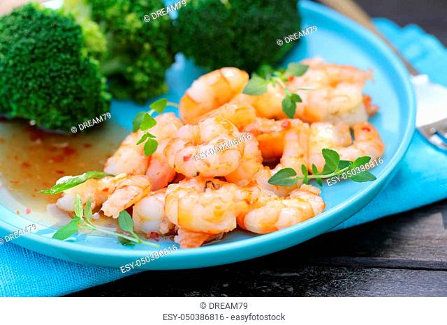 shrimp in pepper sauce with broccoli on garnish