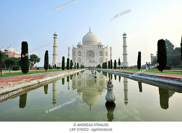 Taj Mahal reflecting in pond, Taj Mahal, UNESCO World Heritage Site, Agra, Uttar Pradesh, India