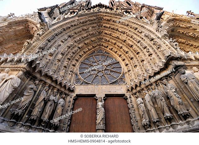 France, Marne, Reims, Notre Dame Cathedral listed as World Heritage by UNESCO, statues on the central portal