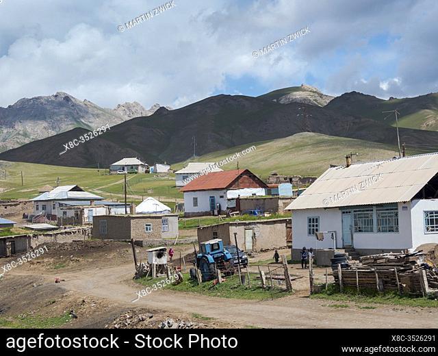 Der Ort Sary Tasch im Alaj Tal am FuÃx des Tschong Alaj des Pamir. Asien, Zentralasien, Kigisistan