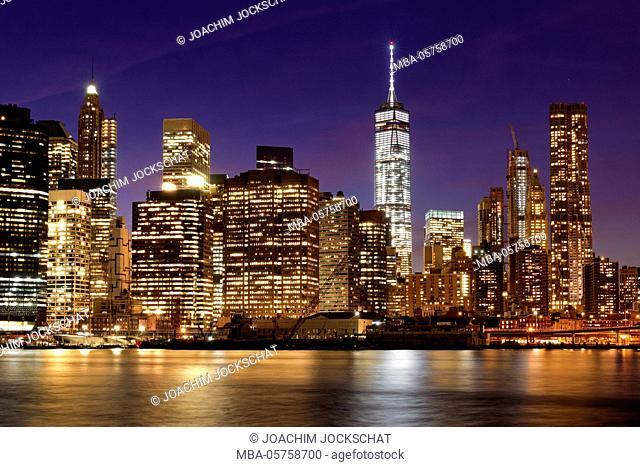 View from Brooklyn Bridge Park on the skyline of Manhattan, New York City, Manhattan, USA