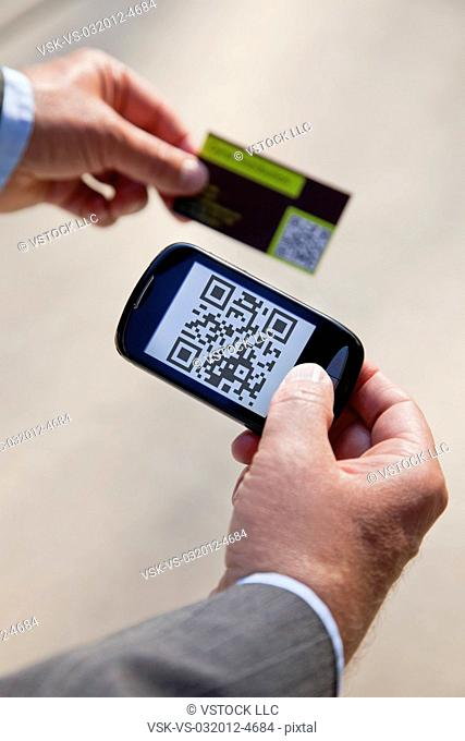 USA, Illinois, Metamora, Man using smart phone device