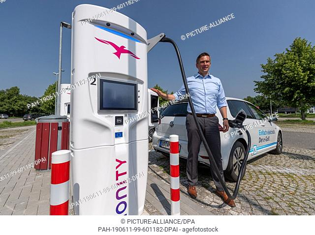 11 June 2019, Saxony, Wilsdruff: Martin Dulig (SPD), Minister of Economic Affairs of Saxony, stands at the official commissioning of the first fast charging...