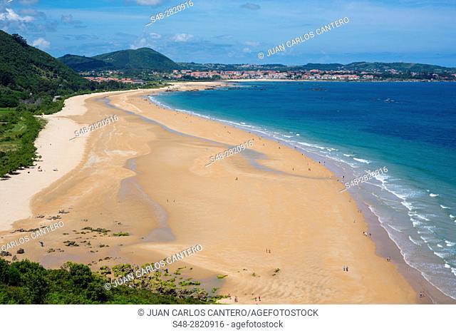 Playa de Trengandin desde la Punta del Brusco. Noja. Cantabria. España. Europa