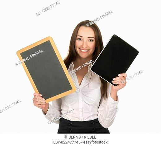 Geschäftsfrau mit tablet pc und Tafel