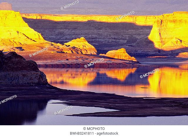 Glen Canyon and Lake Powell in evening light, USA, Glen Canyon National Recreation Area