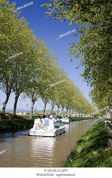 Barges on the Canal du Midi, UNESCO World Heritage Site, in spring, Languedoc-Roussillon, France, Europe