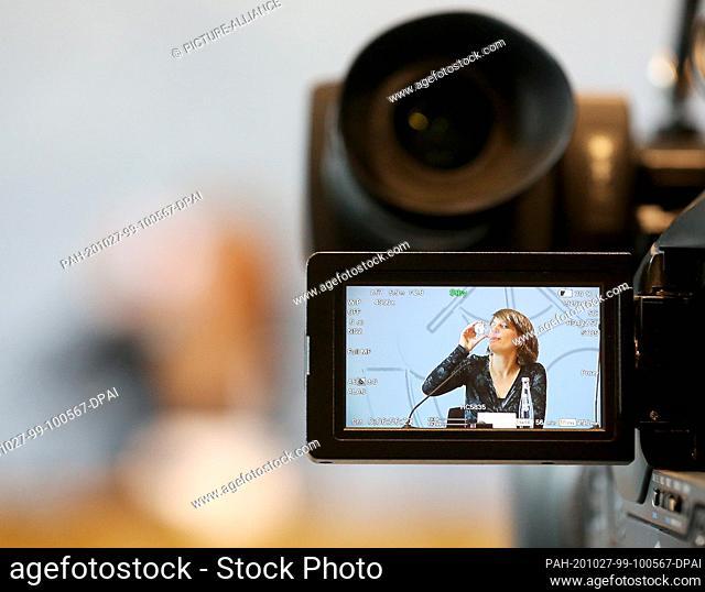 27 October 2020, North Rhine-Westphalia, Duesseldorf: Verena Schäffer, new chairwoman of the Bündnis 90/Die Grünen parliamentary group in the North...