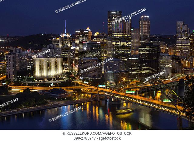 MOUNT WASHINGTON OVERLOOK OF THREE RIVERS POINT PITTSBURGH SKYLINE PENNSYLVANIA USA