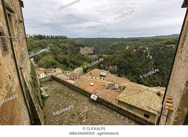 View on houses of Sorano from the Orsini fortress(Fortezza Orsini).Sorano, Grosseto province, Tuscany, Italy, Europe