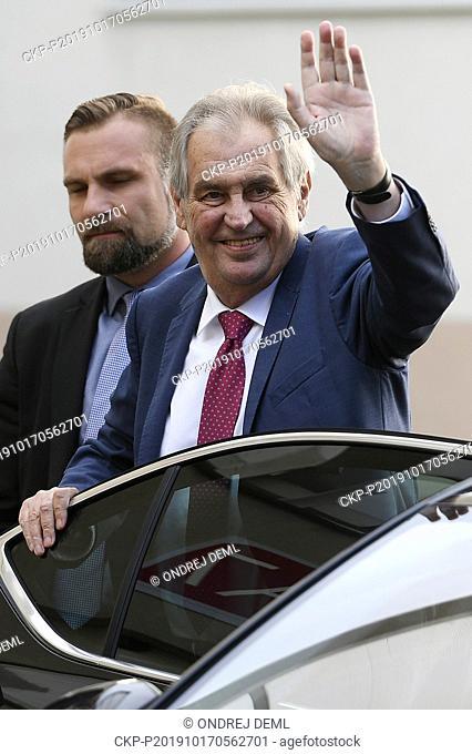 President Milos Zeman, accompanied by bodyguards, came today, on Thursday, October 17, 2019, to internal medicine clinic of Prague-Stresovice hospital