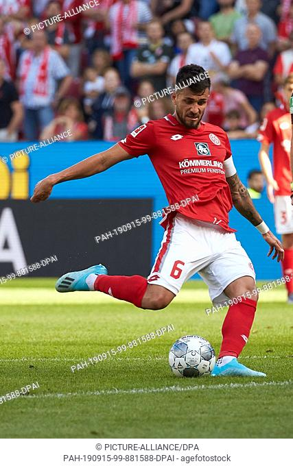 14 September 2019, Rhineland-Palatinate, Mainz: Soccer: Bundesliga, FSV Mainz 05 - Hertha BSC, 4th matchday in the Opel Arena. Danny Latza from Mainz