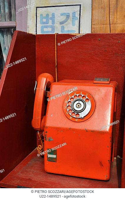 Seoul (South Korea): a Seventies-style telephone by the National Folk Museum