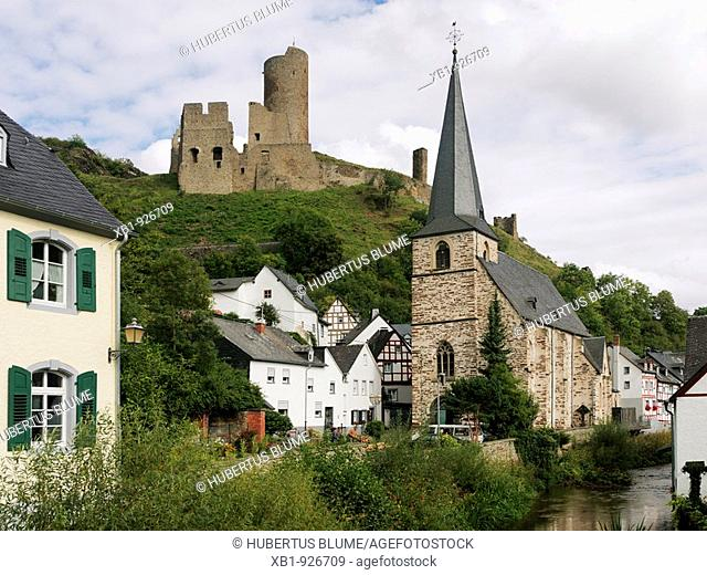 Half-timbered town Monreal in the Elz valley with view to the Lion castle and church, district Mayen Koblenz, Vordereifel, Rhineland-Palatinate, Germany, Europe
