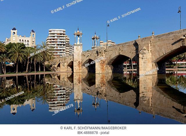 Historical bridge with statues of saints, Puente del Mar, Turia Park, Jardi del Túria, Valencia, Spain