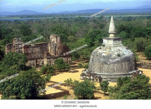 A stupa at the ruined city of Polonnaruwa Polonnaruwa is one of the most important tourist attractions in the country, known for the wonderful ruins and great...