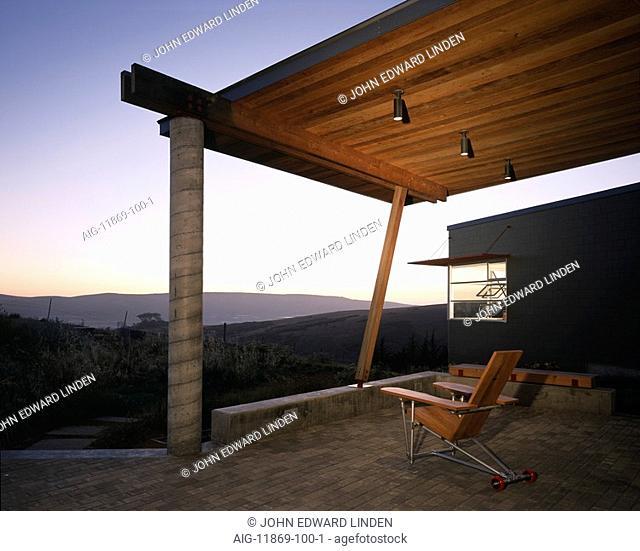 Modern ranch house, Tomales, California. Architect: Fernau and Hartman Architects