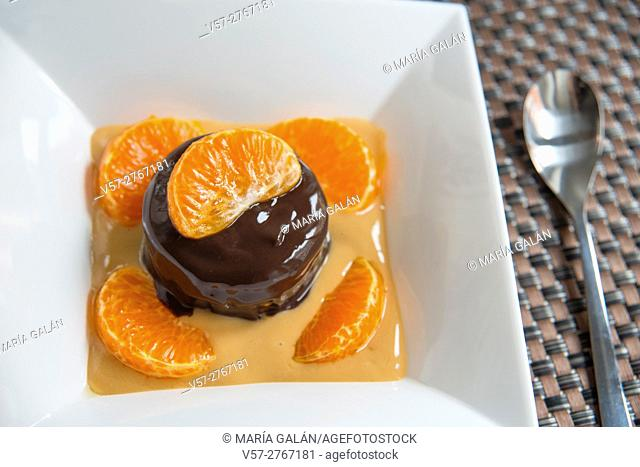 Chocolate cake and mandarin sections with toffee cream