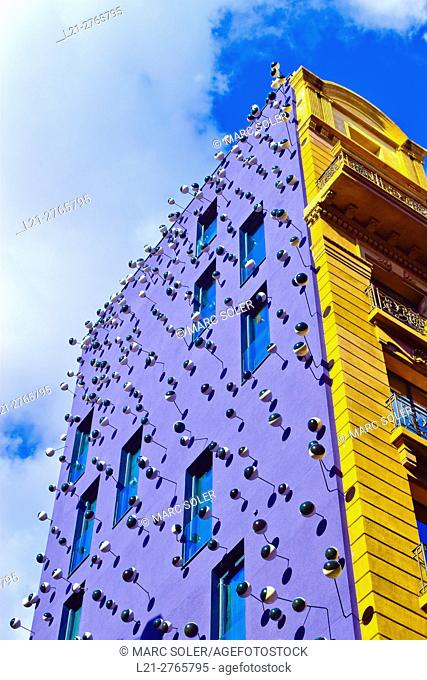 Ohla Boutique Bar facade. The Catalan designer Frederic Amat add a thousand eyes on stalks to Hotel Ohla Barcelona facade. Barcelona, Catalonia, Spain