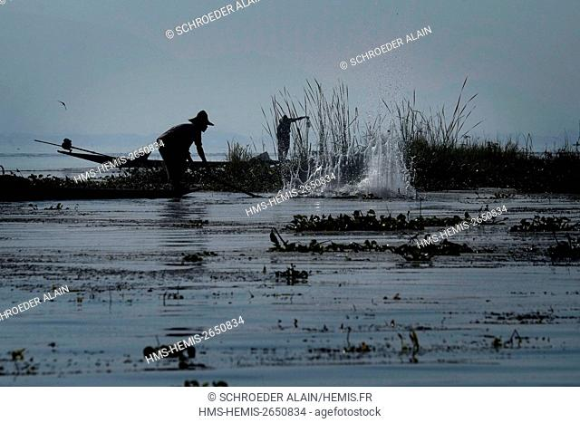 Myanmar, Lake Inle, Shan state, fishermen on Lake Inle