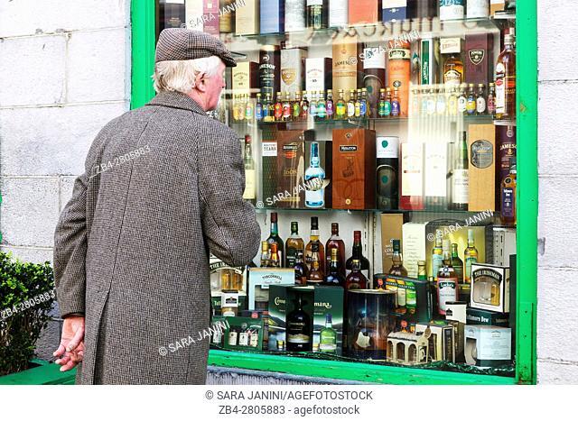 Freeneys Liquor store in center town Latin Quarter, Galway, Ireland, Europe