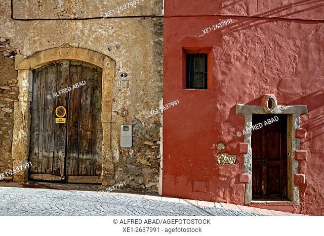 Homes, La Nou de Gaia, Tarragona, Catalonia, Spain