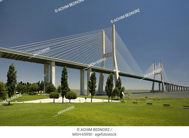 Ponte Vasco da Gama von 1998, Schrägseilbrücke, 17.185 Meter lang, erbaut zur Expo 98 über den Fluss Tejo