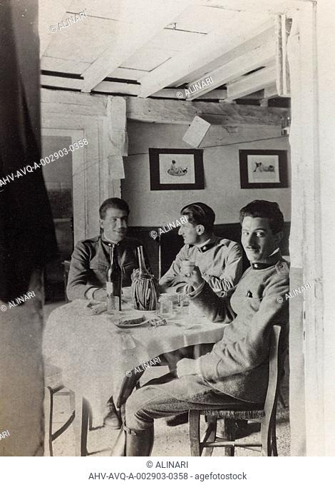 Album Ricordi di Guerra - Italo-Turca 1912-13, Italo-Austriaca 1915-16-17-18, Ines Emma Ferrara: soldiers at table, shot 08/1918