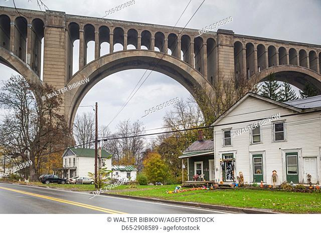 USA, Pennsylvania, Nicholson, Tunkhannock Viaduct, largest concrete bridge in the USA