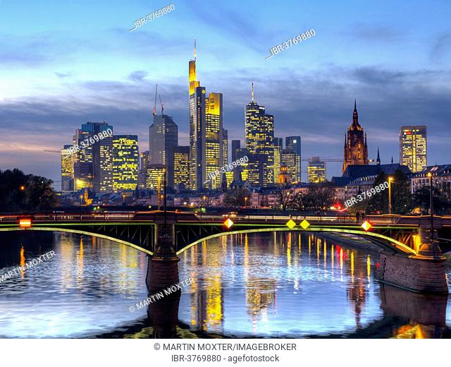 Ignatz-Bubis-Brücke bridge, behind the skyline of Frankfurt, Frankfurt am Main, Hesse, Germany