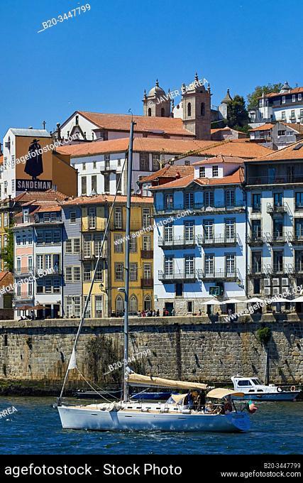 Tourist boats, Rio Douro river, Cais da Ribeira, Porto, Portugal