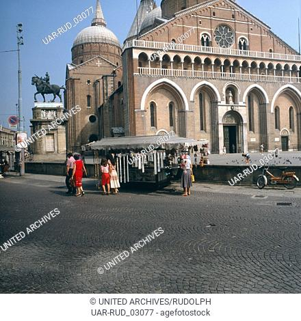 Die Basilika des Heiligen Antonius in Padua, Italien 1980er Jahre. The great basilica dedicated to St. Anthony of Padua, Italy 1980s