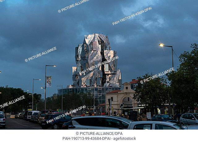 06 July 2019, France (France), Arles: The LUMA Arles Cultural Center, designed by Canadian-American architect Frank Gehry, is a 56-meter-high, shiny tower
