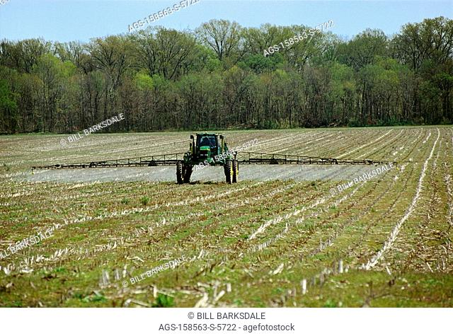 Agriculture - Applying burndown herbicide to a field of corn stubble in Spring prior to planting no-till cotton / TN