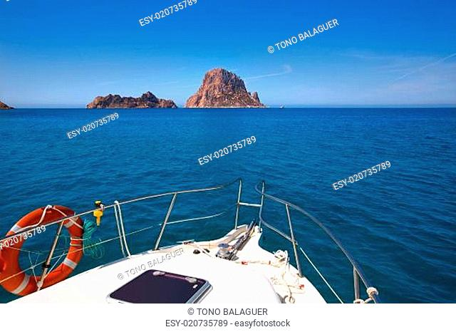 Boating in Ibiza with Es Vedra y Vedranell islands