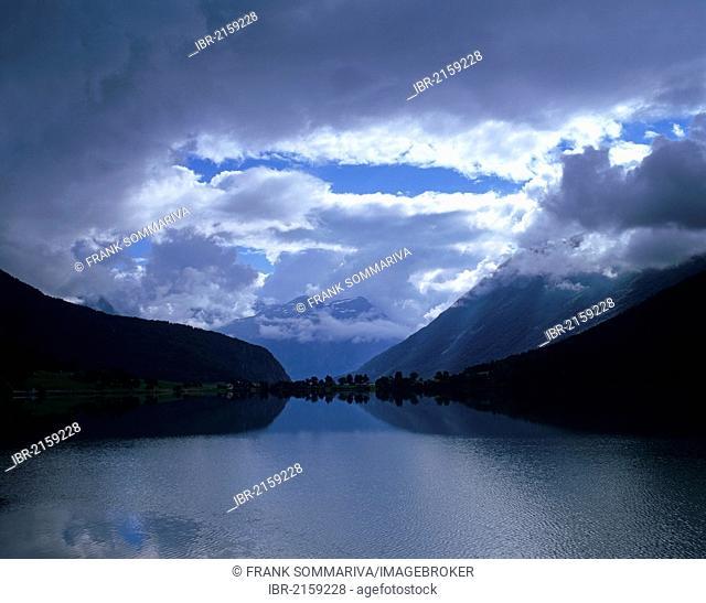 Cloudy mood at Lake Strynsvatn, Strynevatnet, near Stryn, Sogn og Fjordane, Norway, Scandinavia, Europe
