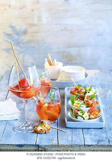 Rosé with rosemary and peach and a Papaya Freezer served with crostini with ham and melon tartare, courgette rolls with ricotta and smoked salmon and a rocket...