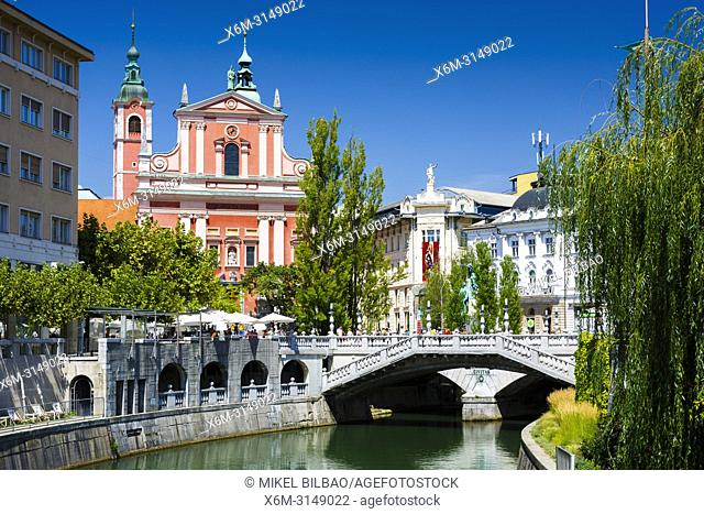Ljubljanica river, Triple Bridge and the Franciscan Church of the Annunciation. Ljubljana, Slovenia, Europe