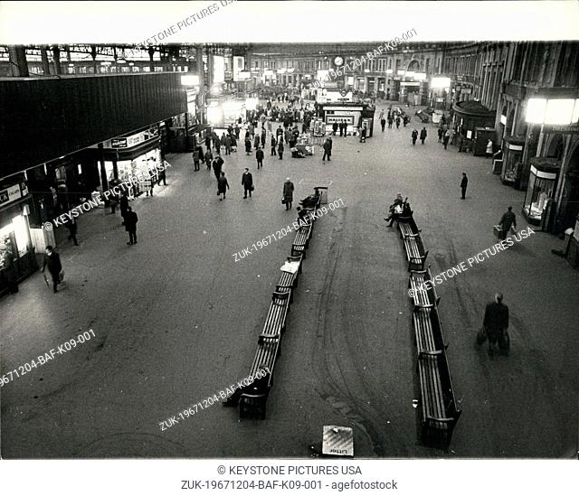 Dec. 04, 1967 - Railway Work to Rule: Picture Shows: This was the unusually deserted scene at Waterloo Station- at 8.10 this morning - usually packed with...