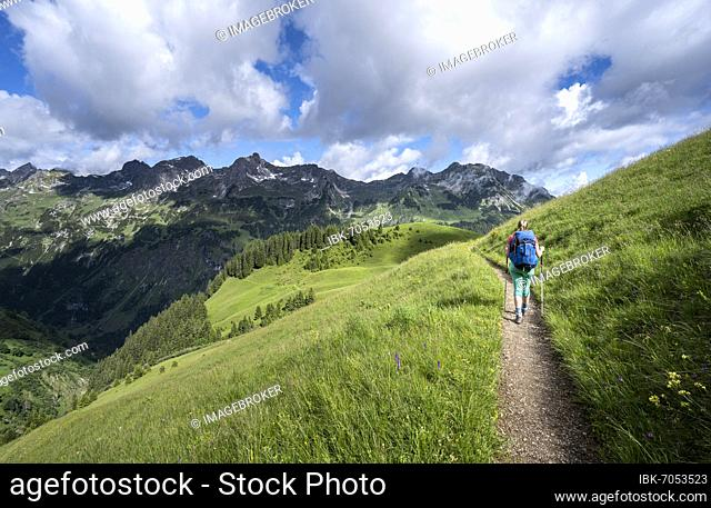 Hiker on a hiking trail, mountains behind, Heilbronner Weg, Allgäu Alps, Oberstdorf, Bavaria, Germany, Europe