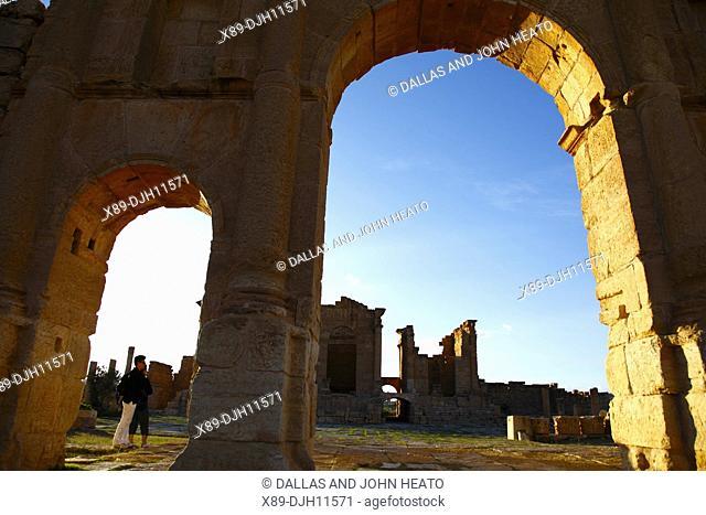 Africa, Tunisia, Sbeitla Archaeological Site, Roman Ruins, View to Forum through the Arch of Antoninus Pius