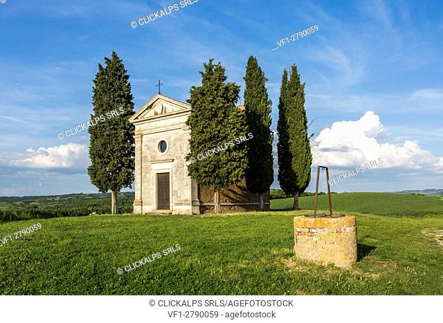 Madonna di Vitaleta chapel and its well, San Quirico d'Orcia. Orcia Valley, Siena district, Tuscany, Italy