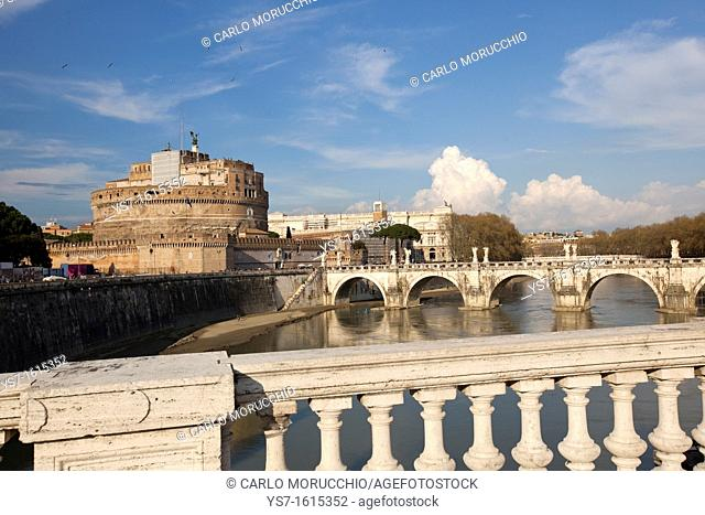 The Papal fortress of Castel Sant'Angelo seen from Vittorio Emanuele II bridge, Rome, Italy, Europe