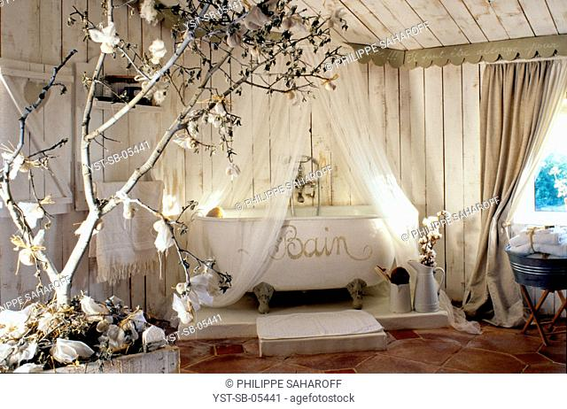 Old sheepfold transformed into a house, Arnajons, Provence, France