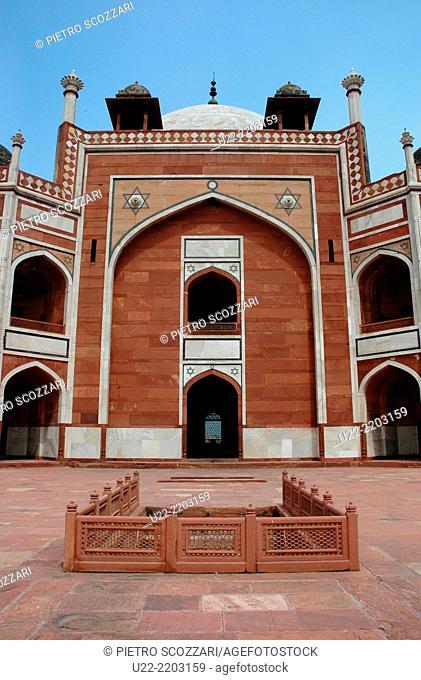Delhi, India: the Humayun's Tomb